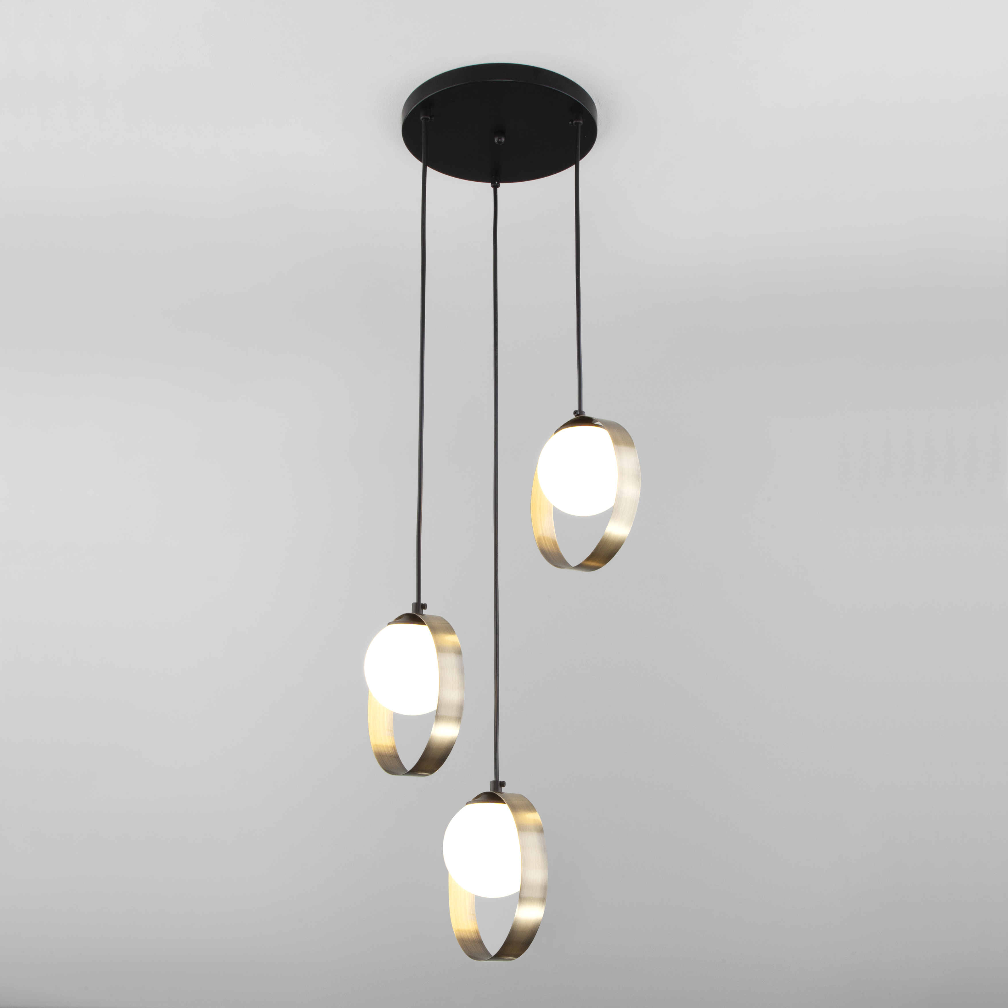 Подвесной светильник со стеклянными плафонами 50205/3 черный/бронза