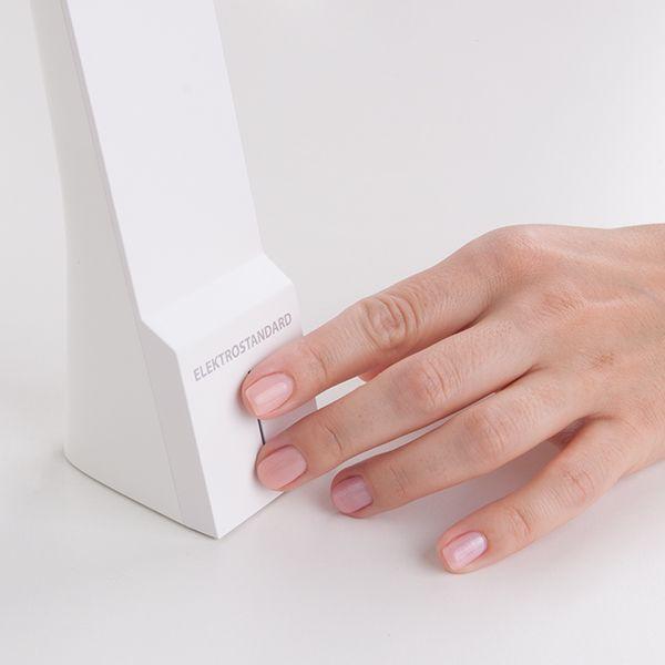 Светодиодная настольная лампа Desk белый/золотой (TL90450) (фото 7)